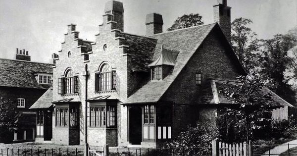 Facts And Fiction About The Chocolate Box Village Of Bournville Cadbury Factory Birmingham