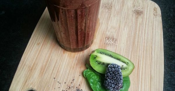 Spinach-Kiwi-Blackberry with Chia Seed Smoothie Recipe - The Blogger ...