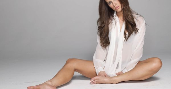 female celebrities SHOWING THE SOLES OF THEIR FEET ... Kate Beckinsale