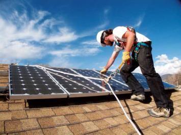 Become A Solar Installer Or Solar Technician Mother Earth News Solar Panels Solar Monocrystalline Solar Panels