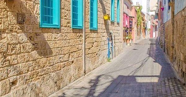بيوت ومنازل تراثية في مدينة صور جنوب لبنان Tyre South Lebanon Old Houses Road Alley