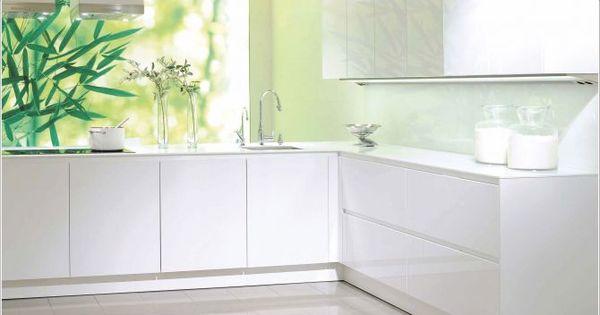 hoogglans witte keuken met witte keuken achterwand - Libelle Moodboard ...