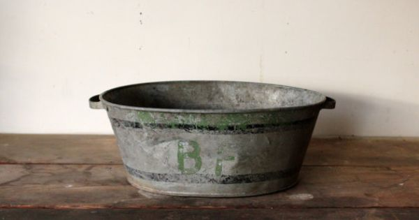 Vintage antique galvanized tub oval with painted graphics for Old galvanized bathtub