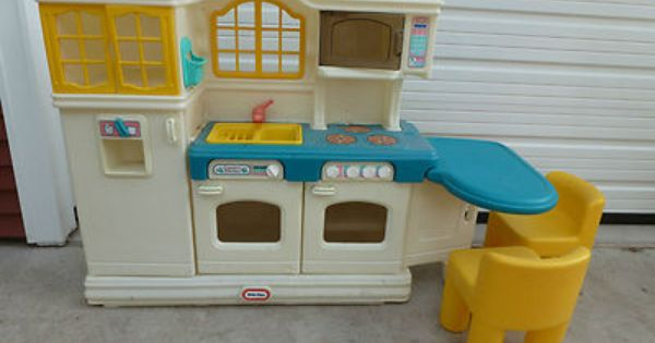 Little tikes country kitchen with 2 chairs   Childhood