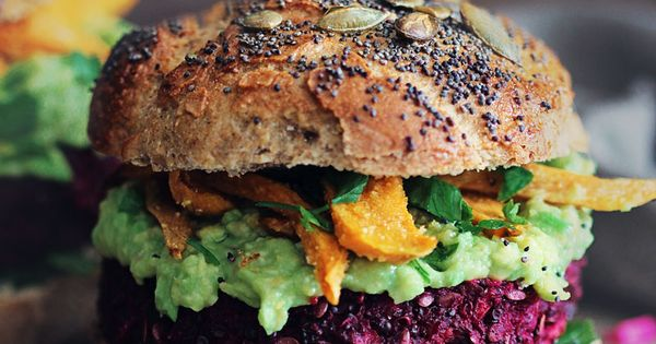 Beet burger with creamy avocado sauce and baked sweet potato fries| The