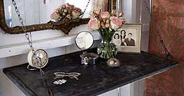 What a fab mirror, and the whole chain vanity idea is pretty