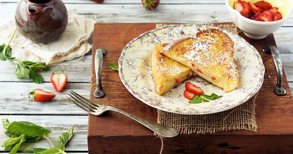 strawberry mascarpone stuffed french toast. drool.