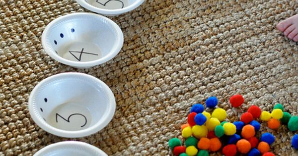 Counting with Pompoms and Bowls! (pinned by Super Simple Songs) educational resources for children