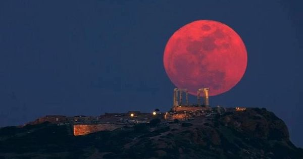 Full moon meets ancient Greece... OMG this is gorgeous!!