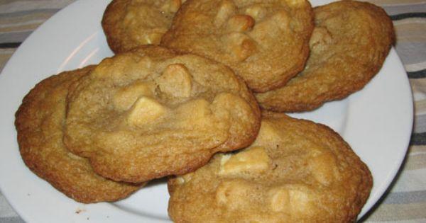 Closet Cooking: White Chocolate Chunk and Macadamia Nut Cookies