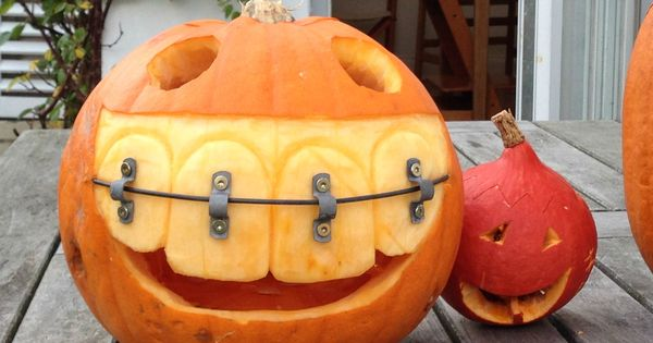 Posted By Bob223 Reddit My Friend S Dad Is A Dentist This Is His Pumpkin For Hall Amazing Pumpkin Carving Pumpkin Carving Designs Creative Pumpkin Carving