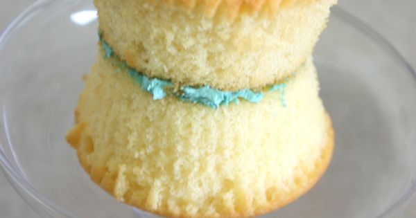 Turn two cupcakes into a gorgeous mini ruffle cake (click through for