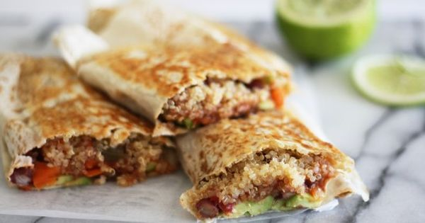 Spicy vegan Mexican Wraps with Quinoa and avocado! A healthier take on