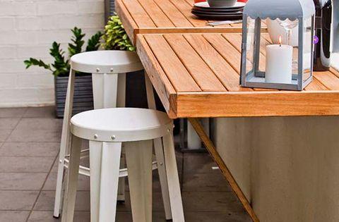 Mesa plegable para aprovechar el espacio en un peque o for Mesa plegable para balcon