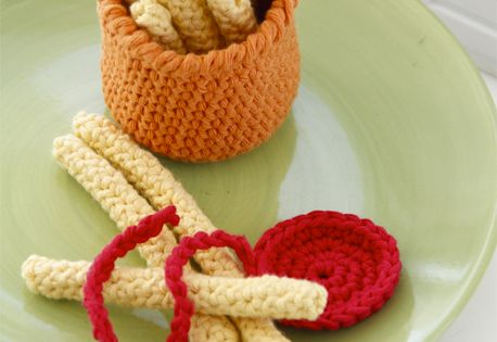 Free Crochet Hot Dog Pattern : Frank n Fries - Crochet DROPS hot dog and bun with fries ...