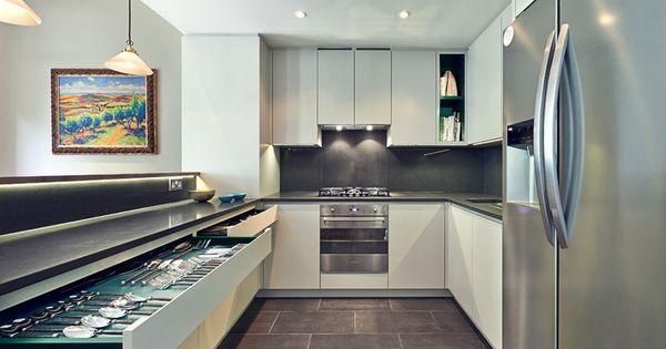cuisine en u grise et blanche avec frigo am ricain et. Black Bedroom Furniture Sets. Home Design Ideas