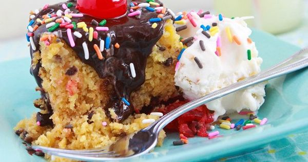 Slow Cooker Banana Split Cake Recipe from Betty Crocker