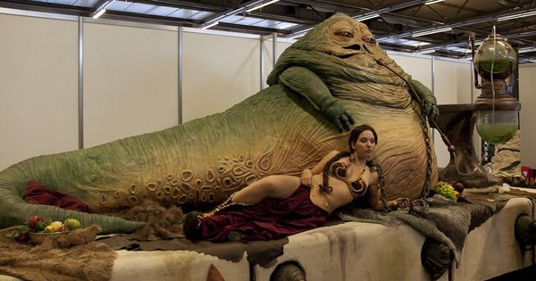 Jabba the Hutt & sexy Princesse Leia (Cosplay Star Wars ... Jabba The Hutt Cosplay