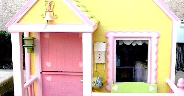 Little girl's playhouse