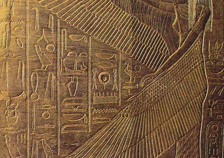 La d esse gyptienne isis avec les bras prolong s par des for Architecture egyptienne
