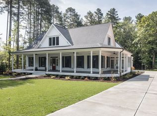 View 36 Photos Of This 4 Bed 4 5 Bath 3839 Sqft Single Family That Sold On 7 25 16 For 8 Farmhouse Style House Porch House Plans Farmhouse Style House Plans