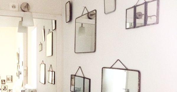une id e d co multiplier les anciens miroirs de barbier sur un mur de la salle de bains. Black Bedroom Furniture Sets. Home Design Ideas
