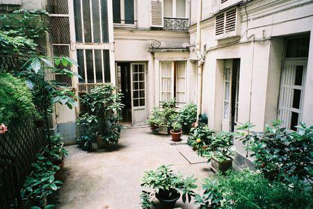 Paris Apartment By Hiki On Flickr Style Allure Attitude Paris Apartments Apartment Garden Architecture