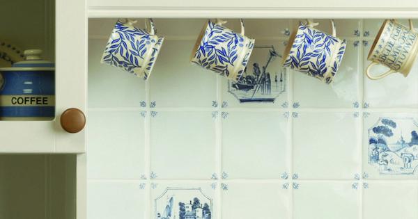 Een landelijke boeren keuken met blauwe afbeeldingen op de tegels kitchen pinterest - Decoratie eetkamer hok ...
