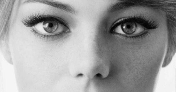 Emma Stone- Total girl crush. I LOVE her eye makeup!