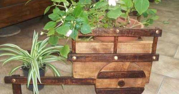 Carretilla porta macetas macetero de madera jardin y for Carros de madera para jardin