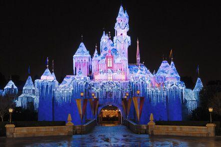Disneyland Castle At Christmas 2020 Best Disneyland Christmas 2020 Tips and Tricks Guide | Disneyland