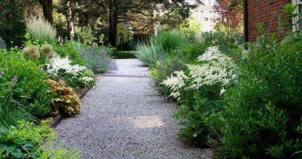 jardin moderne avec du gravier d coratif galets et plantes. Black Bedroom Furniture Sets. Home Design Ideas