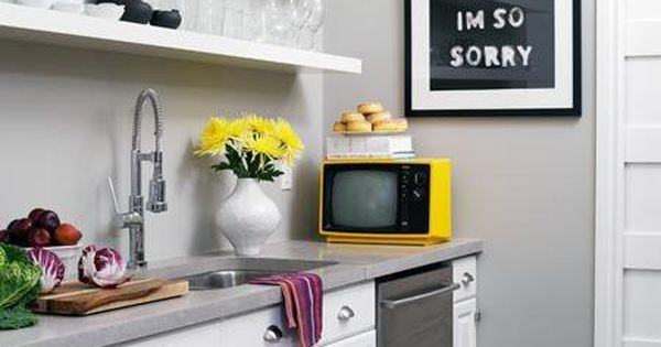 10 well designed windowless kitchens for Windowless kitchen ideas