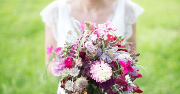 Wild flower bridal bouquet by Jay Archer | Photography by http://www.sofiaplana.com/