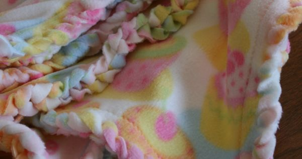 Project Linus Fleece Blankets Edging is awesome. Must do for baby gifts!!