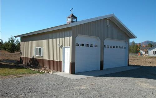 Barn living pole quarter with metal buildings for Metal building garage with living quarters