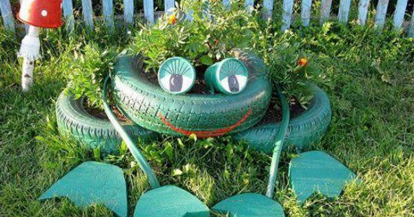 Jardineras con forma de rana hechas con neum ticos for Ranas decoracion jardin
