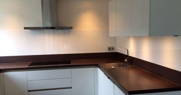Witte keuken achterwand van glas in dordrecht keukenglas eindhoven inrichting pinterest - Witte keuken decoratie ...