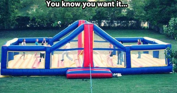 bouncy volleyball court... Oh.em.gee. MORE BOUNCY HOUSE!!