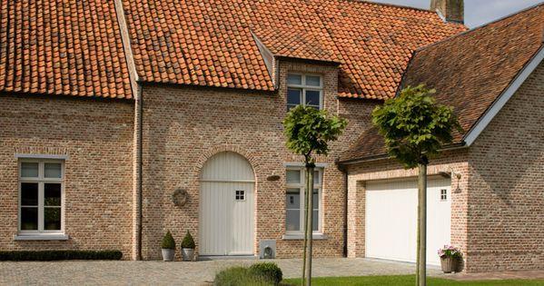 Oude klampsteen rijnvorm met oude rode boomse pannen en bourgondische tegelpannen oude en - Exterieur ingang eigentijds huis ...