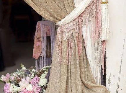 Tela de saco y gasa para esta coqueta cortina for Cortinas de tela de saco
