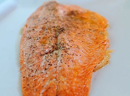 Pioneer Woman says~ Perfect Salmon EVERY time, here's how: drizzle salmon filet