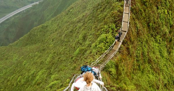 Haʻikū Stairs or Stairway to Heaven, Oahu, Hawaii Want to try it
