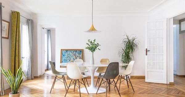 Modern Dining Room With A Grey And White Chairs Salle