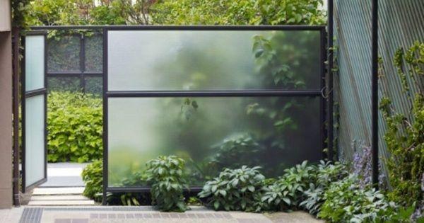 95 id es pour la cl ture de jardin palissade mur et brise vue verre opaque design moderne. Black Bedroom Furniture Sets. Home Design Ideas
