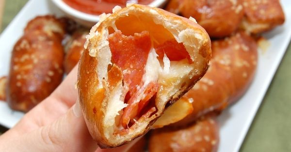 Cheese and pepperoni stuffed pretzel bites :) http://TastyTreat.org