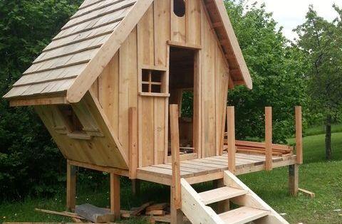 Construction d 39 une cabane en bois pour mes enfants 54 - Cabane a poule en palette ...