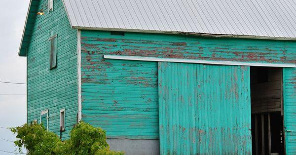 Turquois barn