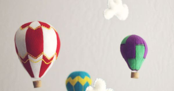 Felt hot air balloon mobile DIY Baby Mobiles for a Playful Decor