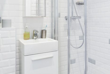 Carrelage du m tro jusqu 39 au plafond wc suspendus meuble for Salle de bain carrelee jusqu au plafond